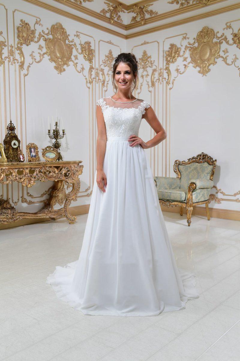 Элегантное свадебное платье «принцесса» с коротким кружевным рукавом и тонкой вставкой.