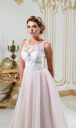 Полупрозрачно-розовое платье