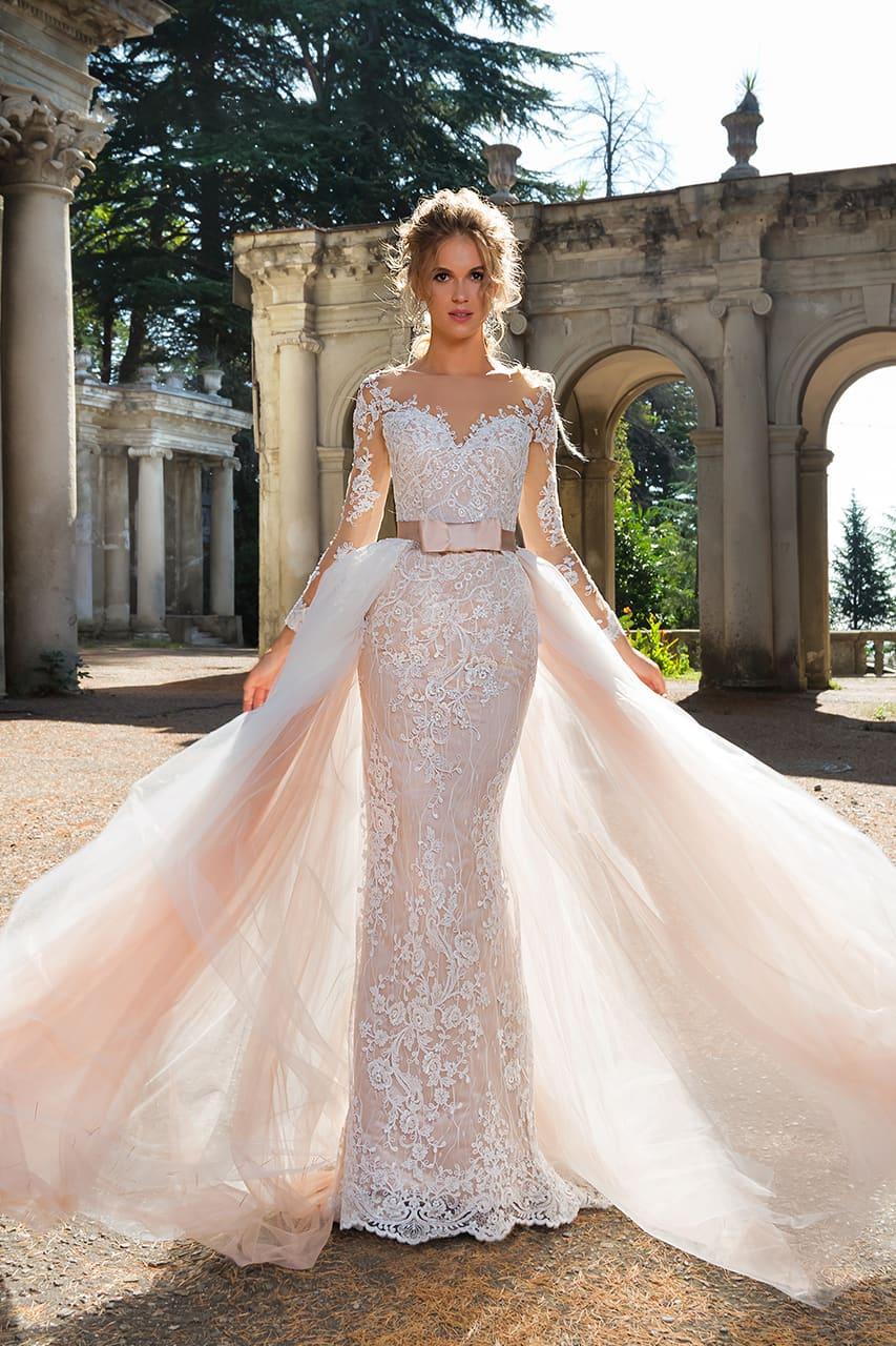 08b0a1a2651eca Розовое свадебное платье с пышной верхней юбкой и элегантным длинным  рукавом.