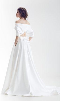 Незабываемое свадебное платье с портретным декольте и юбкой «принцесса» с карманами.