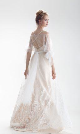 Свадебное платье с персиковой подкладкой и необычными пышными рукавами.