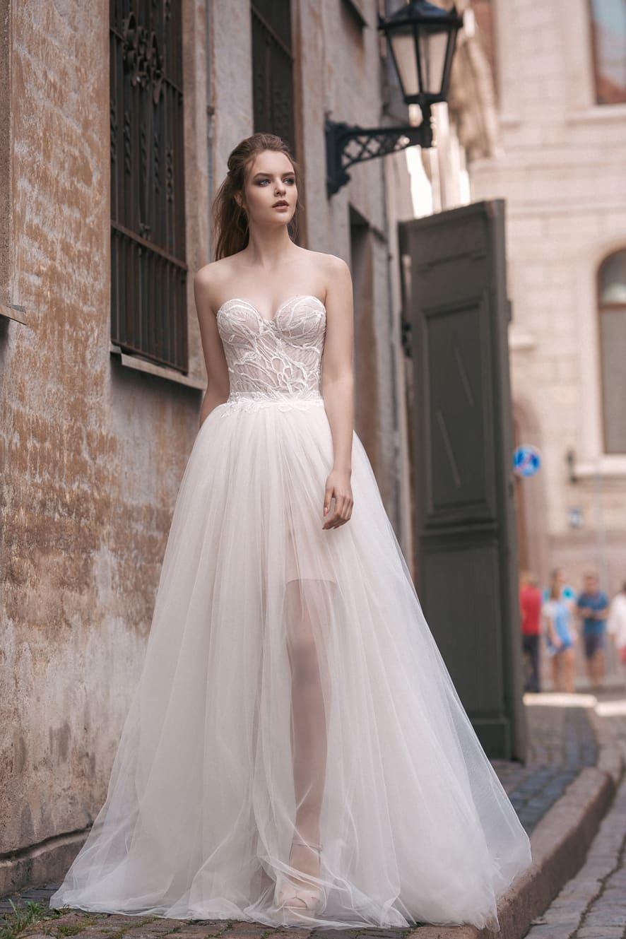2590da815c92f2 Свадебное платье-трансформер с кружевным боди и несколькими вариантами юбок.