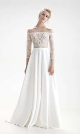 Свадебное платье с чувственным портретным декольте и длинным рукавом.