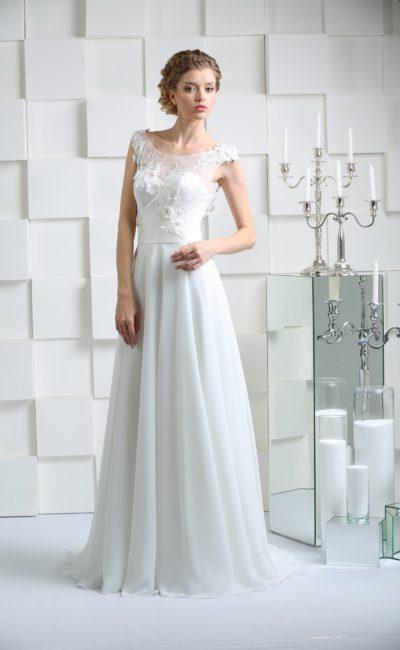 Свадебное платье прямого кроя с открытой спинкой и объемными аппликациями по лифу.