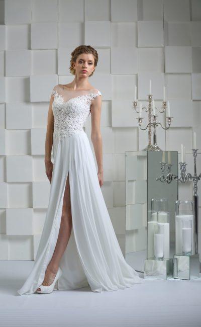 Прямое платье с разрезом на юбке
