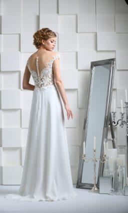 Свадебное платье прямого кроя с иллюзией прозрачности лифа и коротким рукавом.