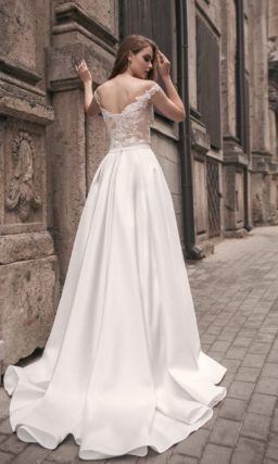 Свадебное платье-трансформер с кружевным верхом и несколькими вариантами подола.
