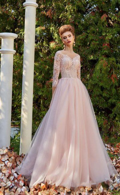 Розовое вечернее платье с рукавом три четверти