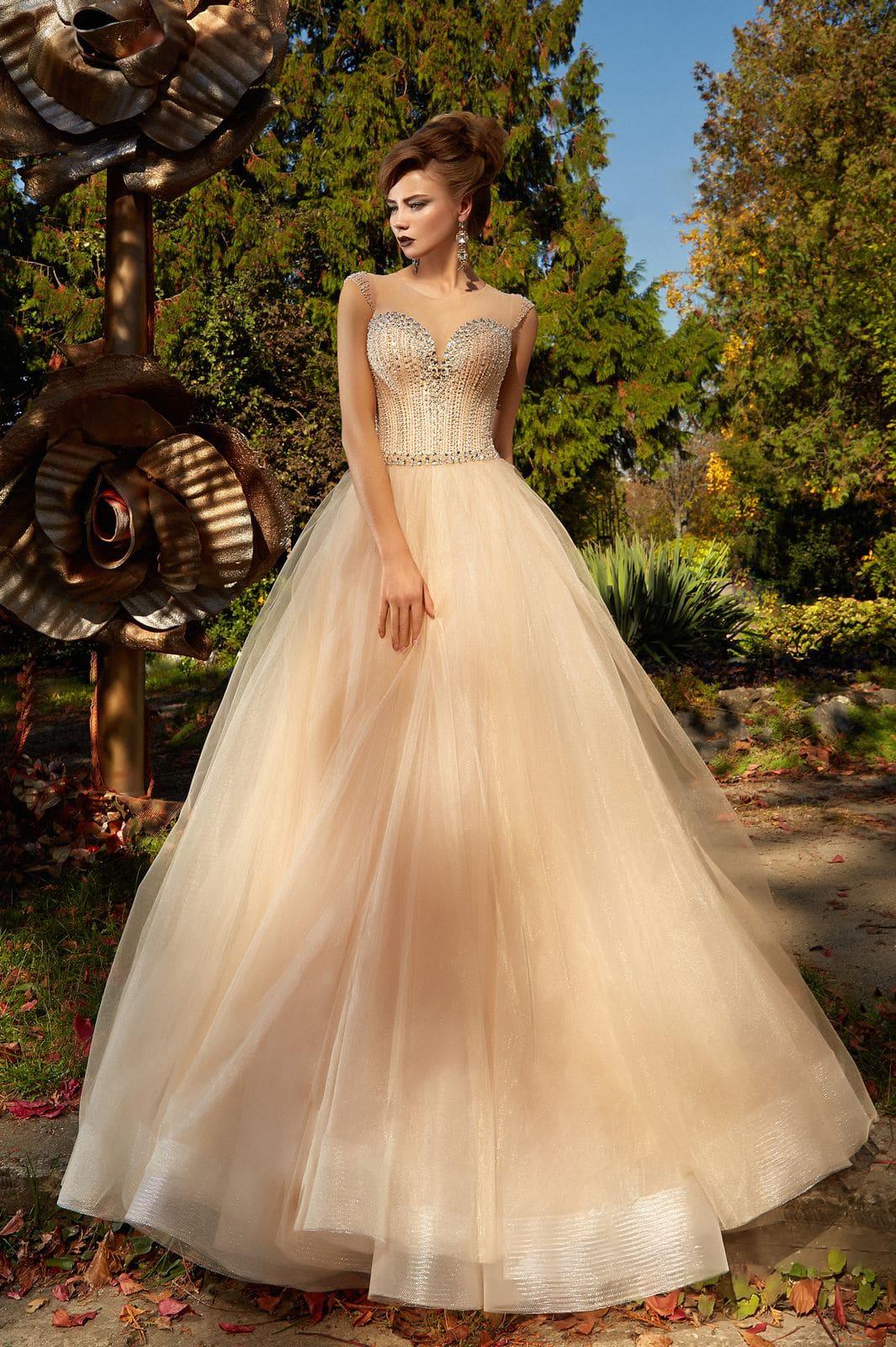 93401e73593 Бежевое вечернее платье пышного силуэта с роскошной сверкающей вышивкой по  лифу.