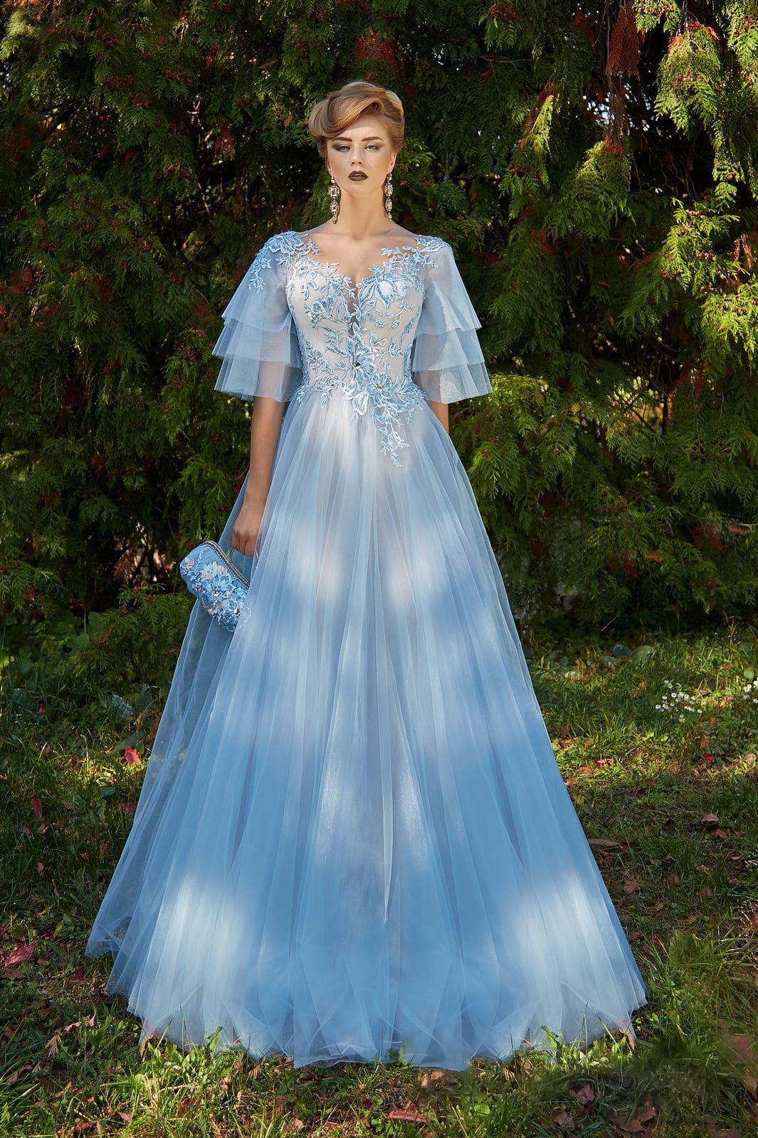 73888ed1ebf Голубое вечернее платье пышного кроя с кружевным декором и многоярусными  рукавами.