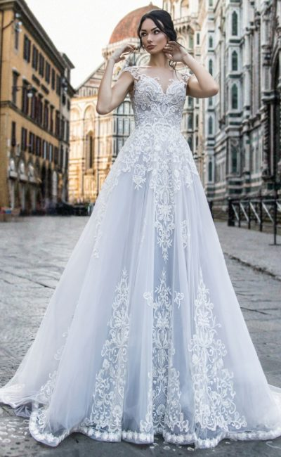 Платье бледно-голубого оттенка