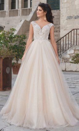 Свадебное платье светло-бежевого оттенка