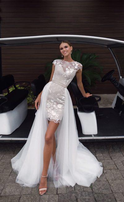 Короткое платье со съемным шлейфом