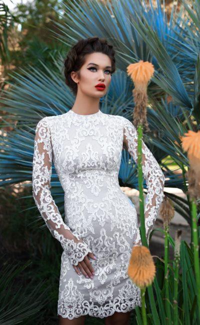 Короткое кружевное платье