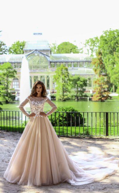 Красивое платье с рукавами