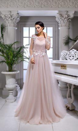 Розовое свадебное платье с полупрозрачным рукавом и многослойным низом.