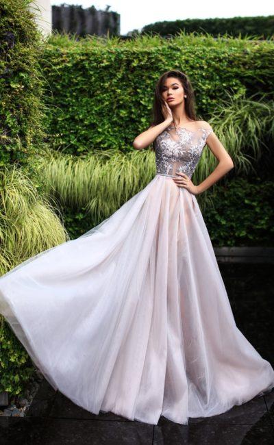 Нежное платье с многослойной юбкой