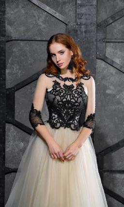 Золотое вечернее платье с пышной юбкой и черным кружевным декором.