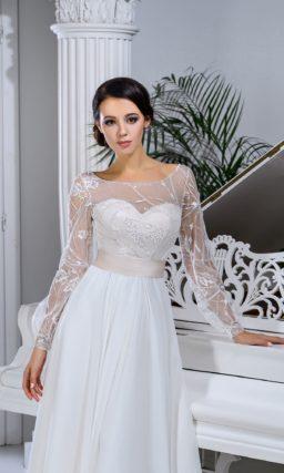 Прямое свадебное платье с длинным полупрозрачным рукавом и широким поясом.