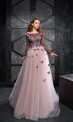 Вечернее платье с многослойной юбкой и бордовым кружевом по лифу.