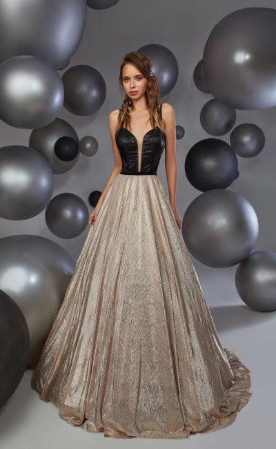 Черно-золотистое вечернее платье с выразительной юбкой и открытым верхом.
