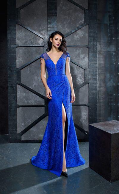 Синее платье с разрезом