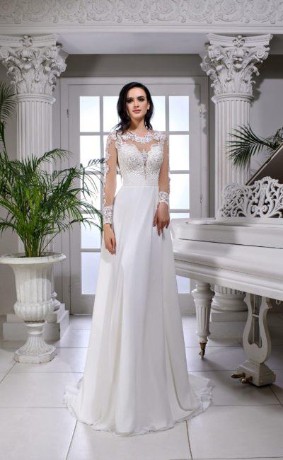 Свадебное платье с вырезом сзади и длинным прозрачным рукавом с кружевом.