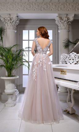 Лиловое свадебное платье с многослойной юбкой и кружевным декором по корсету.