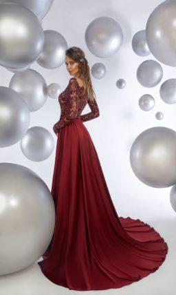 Бордовое вечернее платье с кружевным верхом с длинным рукавом.