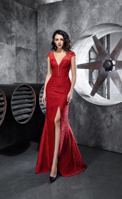 Алое вечернее платье «русалка» со стильным вырезом и разрезом на юбке.