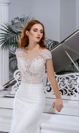 Свадебное платье «русалка» с полупрозрачным верхом и кружевным декором.