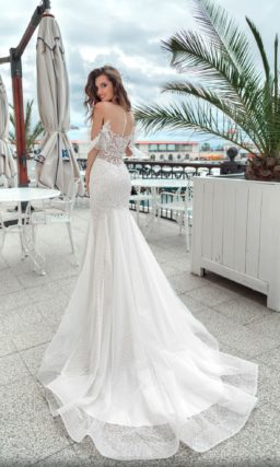 Свадебное платье «русалка» с объемными рукавами и тонкой вставкой на спинке.