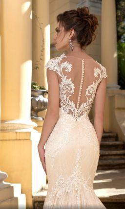 Свадебное платье «русалка» персикового оттенка с прозрачной вставкой на спинке.