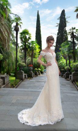Персиковое свадебное платье-трансформер с оригинальным оформлением лифа.