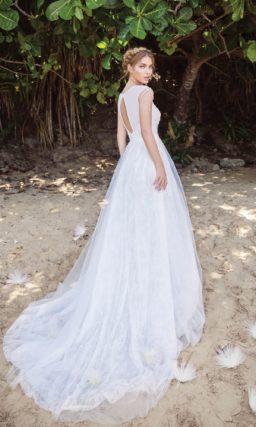 Свадебное платье с романтичной юбкой и закрытым лифом без рукавов.