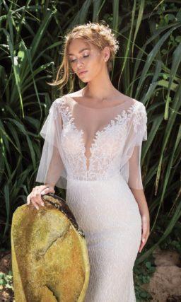Свадебное платье «рыбка» с пышными рукавами и открытой спинкой.