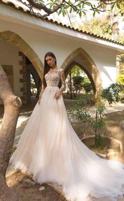 Платье с кружевными длинными рукавами