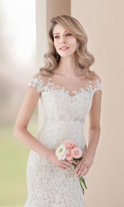 Соблазнительное свадебное платье «русалка» с эффектным кружевным декором.