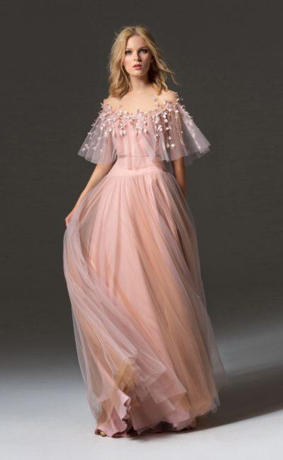 Розовое платье с баской