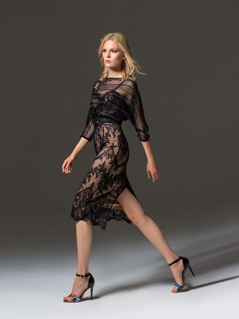 Черное вечернее платье с изящным рукавом и кружевным декором.