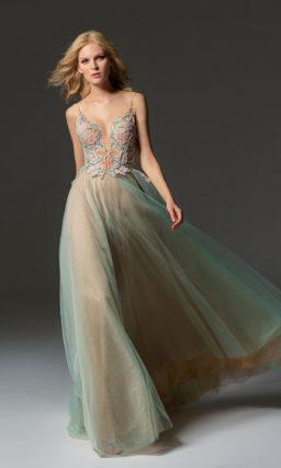 Платье пастельного зеленого цвета