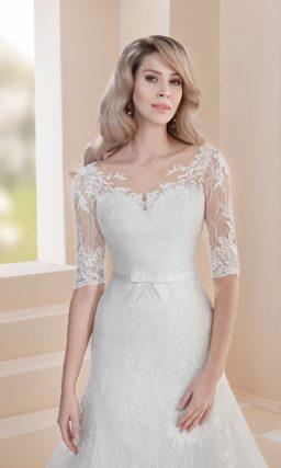 Свадебное платье «русалка» с рукавом до локтя и узким поясом.