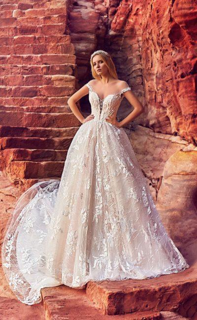 Пышное кружевное платье