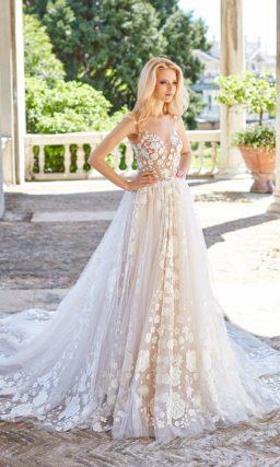 Чарующее свадебное платье с кружевным декором и пышным кроем.