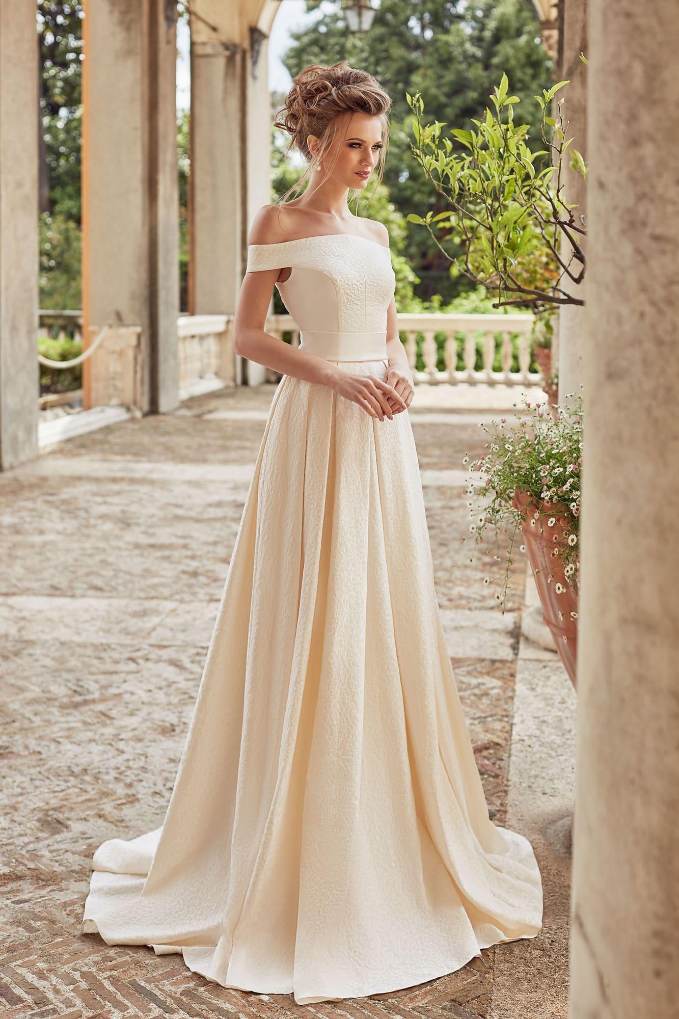 5a02c774734 Свадебное платье цвета шампань Оксана Муха Viva. Купить свадебное ...