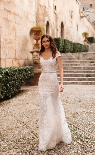 Свадебное платье со съемной верхней юбкой и открытым верхом.