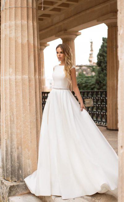Закрытое простое платье