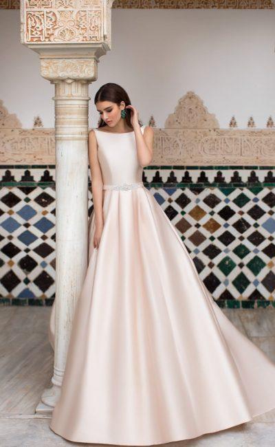 Розовое свадебное платье из атласа