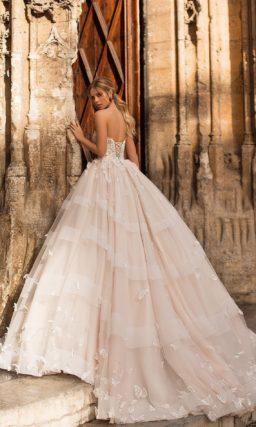 Платье пышного кроя