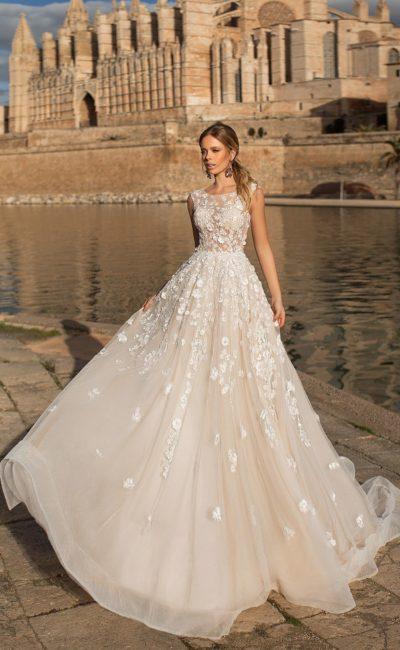 Свадебные платья 2019   Свадебный салон Валенсия (Москва) 8afe21b6650